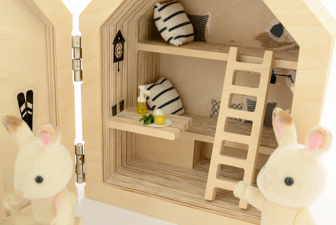 drewniany domek dla lalek