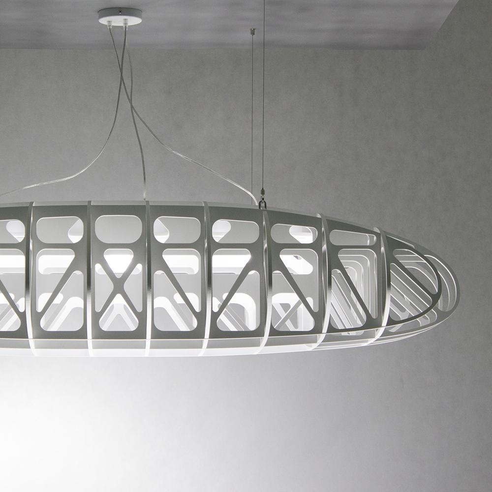 Duża nowoczesna lampa wisząca biała inspirowana konstrukcją samolotu