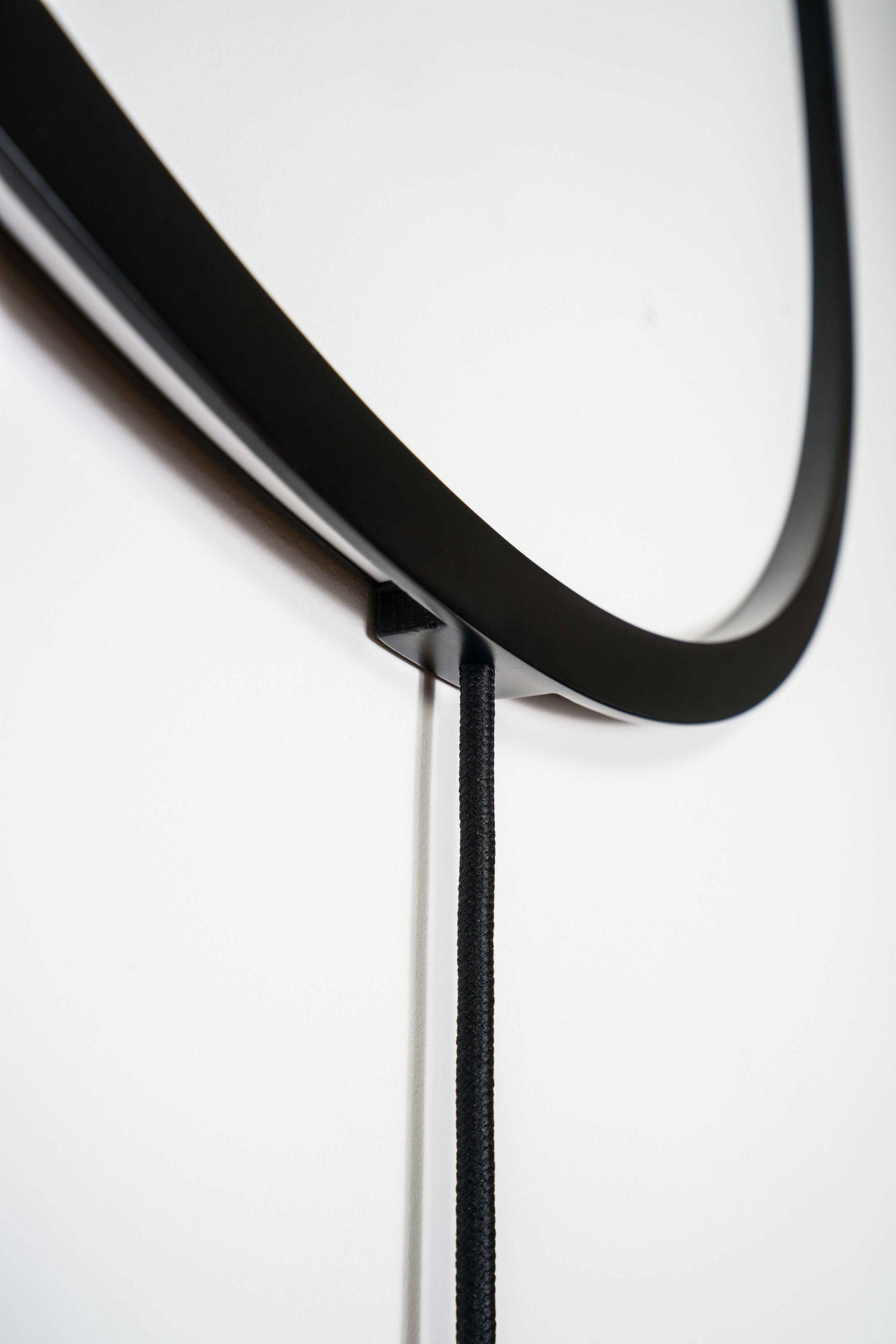Lampa Dwa-Thła w kolorze czarnym detal