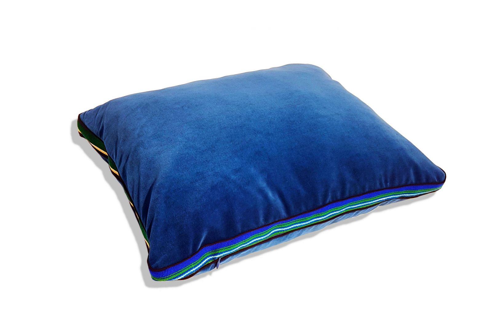 Niebieska, aksamitna poduszka folk glamour