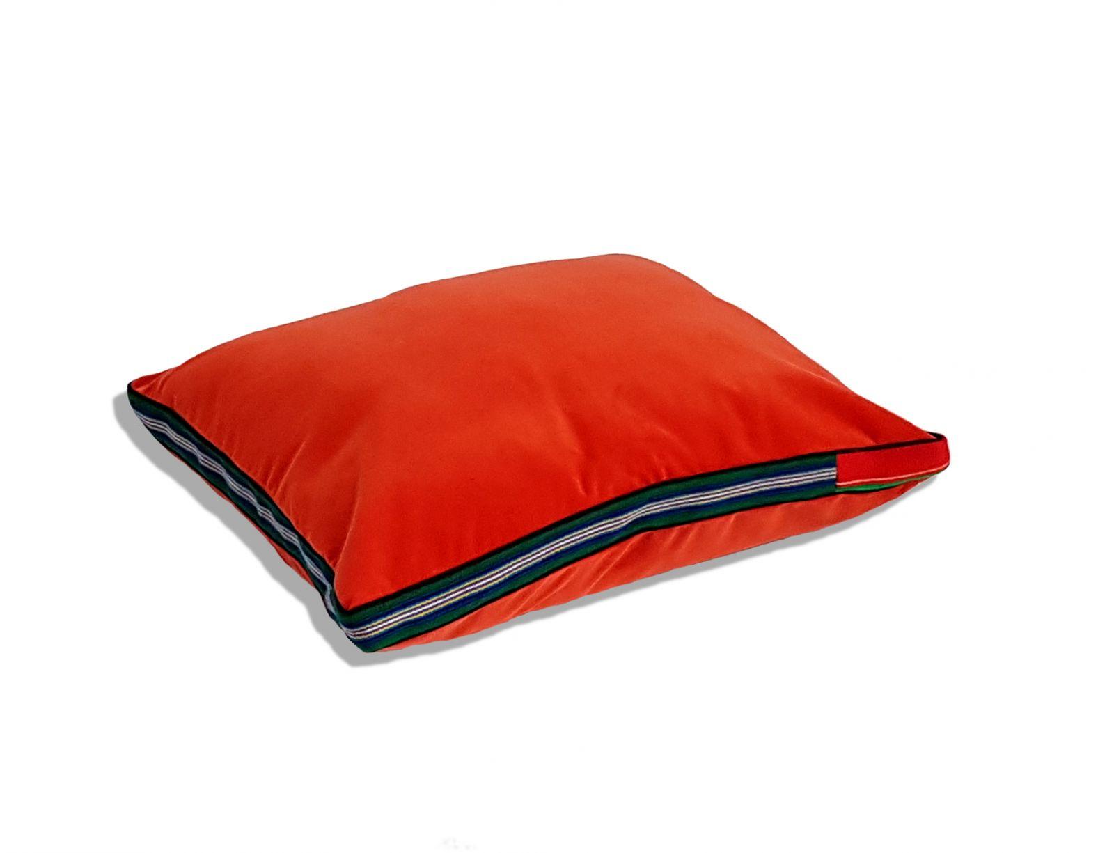 Czerwona aksamitna poduszka folk glamour
