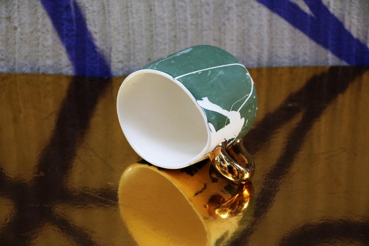Porcelanowy kubek ze złotem