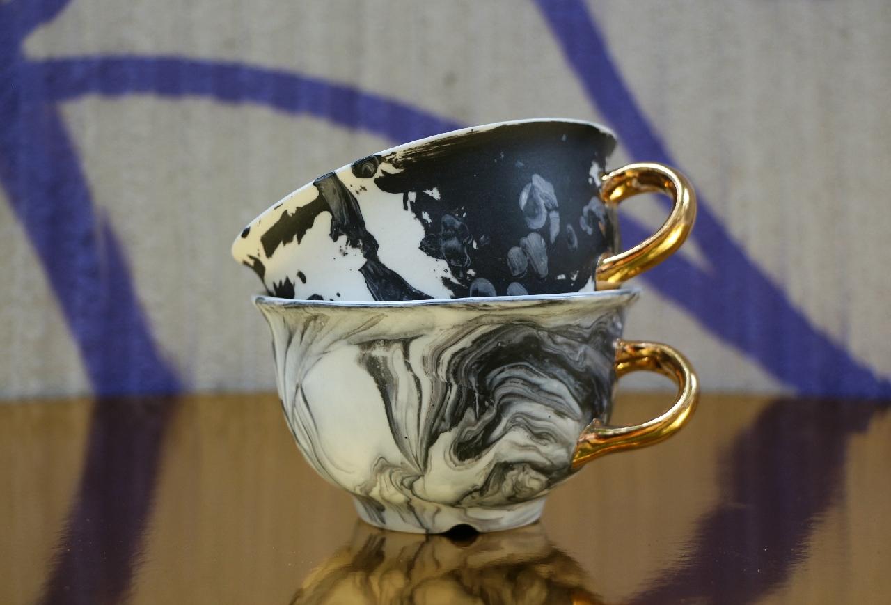 Porcelanowa filiżanka ze złotem