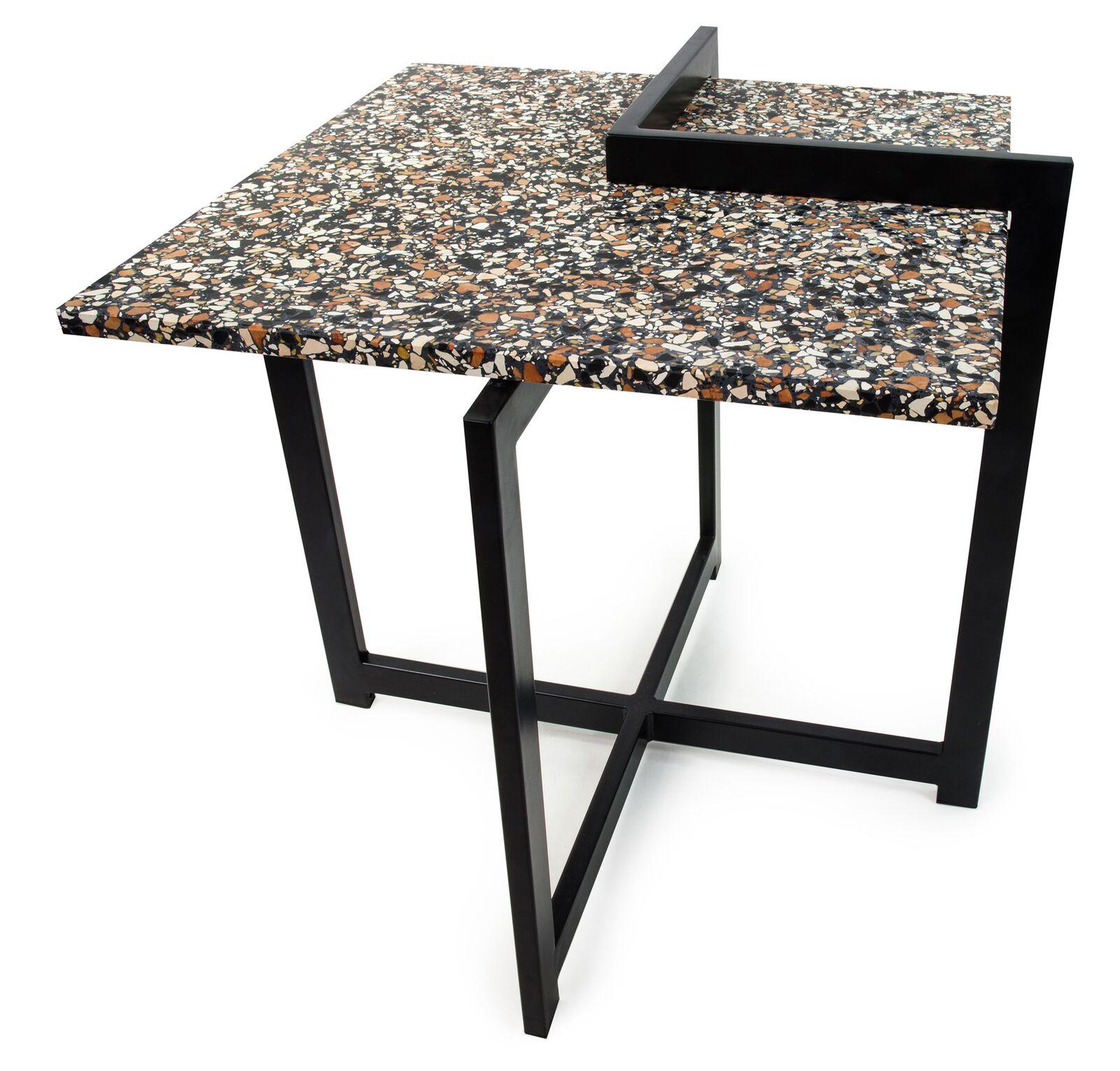 czarny stolik kawowy z blatem lastryko